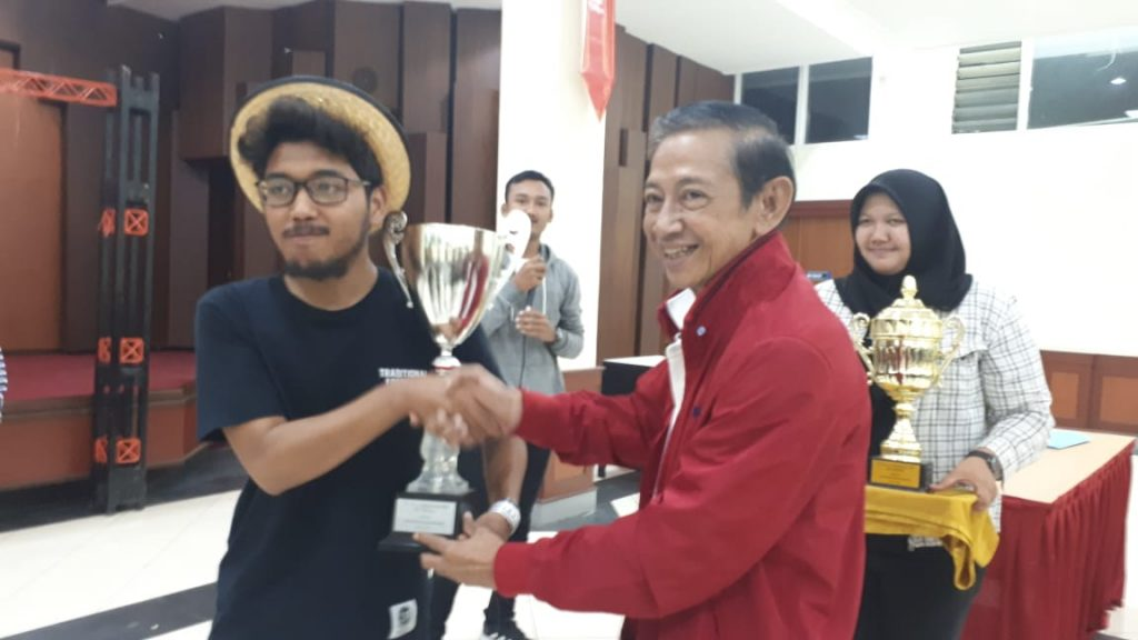 Penyerahan Trophy Piala Rektor